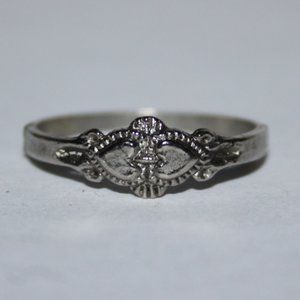 Beautiful silver heart ring size 7.5
